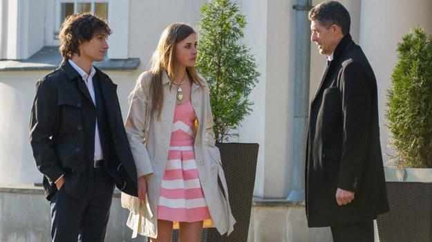 Czy Jarek zdoła podnieść się po tak bezwzględnym ataku ojca swojej dziewczyny? I jak długo Eliza będzie w stanie znosić ojca-tyrana? /TVN