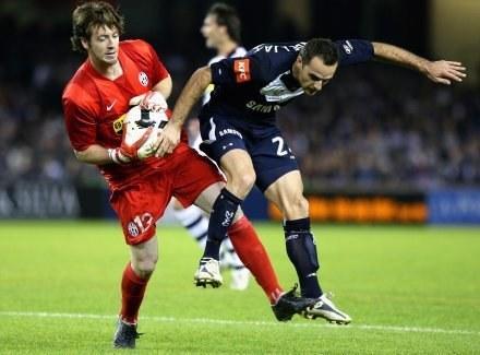 Czy Jess Vanstrattan (z lewej) zostanie piłkarzem Wisły? /Getty Images/Flash Press Media