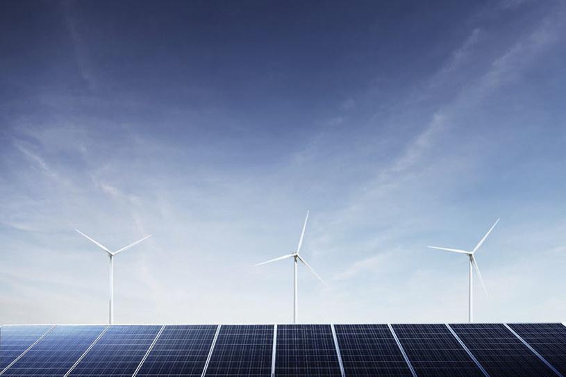 Czy kiedyś uda się stworzyć grafenowe ogniwa słoneczne? /123RF/PICSEL