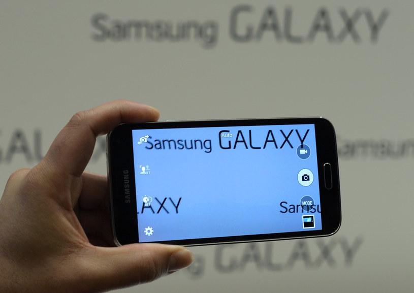 Czy kolejny flagowiec Galaxy dostanie 5,5-calowy ekran. /AFP