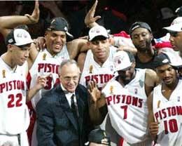Czy Larry Brown poprowadzi Pistons do drugiego z rzędu tytułu? /AFP