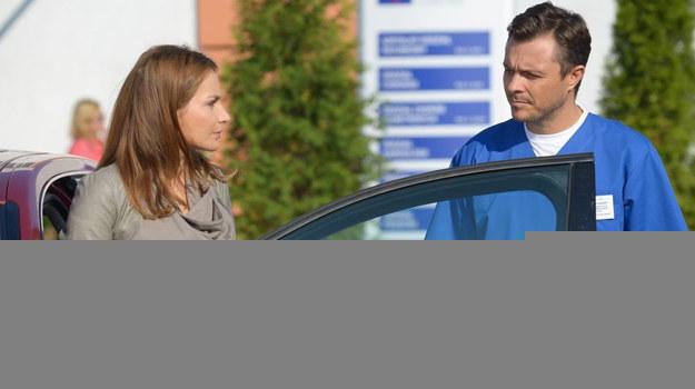 Czy Magda (Anna Dereszowska) przyjmie pomoc od Piotra (Marek Bukowski)? /fot  /ARTRAMA
