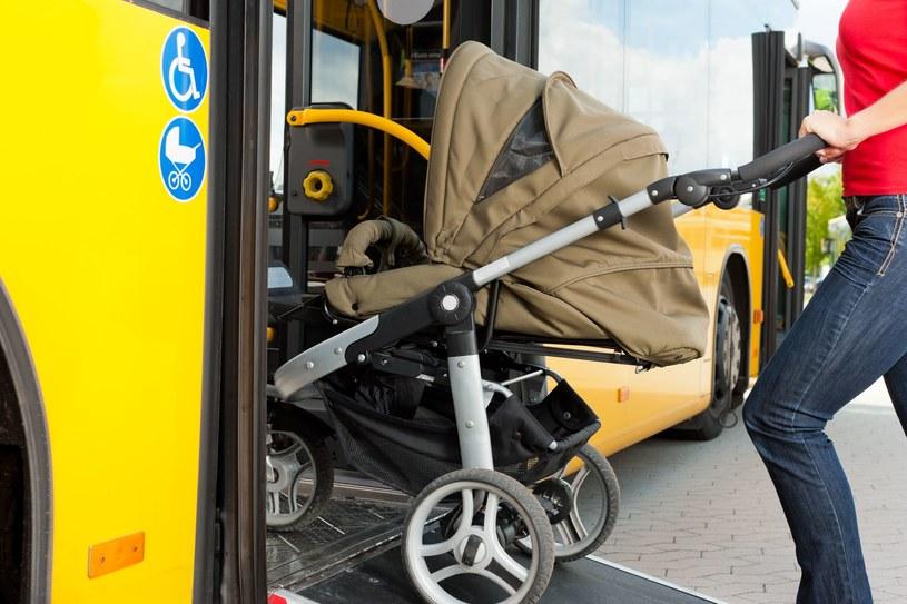Czy mamy z wózkami mają łatwo w komunikacji miejskiej? /©123RF/PICSEL