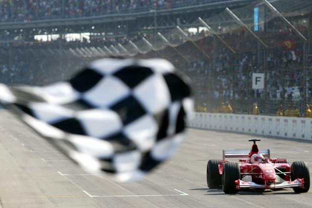 Czy Michael Schumacher przypadkowo pozwolił wygrać Rubensowi Barrichello? (kliknij)