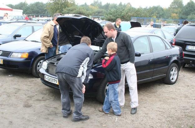 Czy można kupić dobry samochód za 10 tysięcy zł? /INTERIA.PL