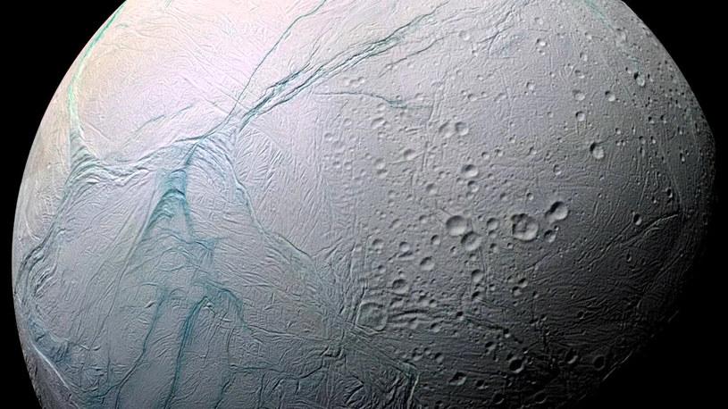 Czy na Enceladusie może istnieć życie? /NASA