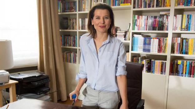 Czy nowa pracodawczyni liczy na romans z młodym masażystą? /www.barwyszczescia.tvp.pl/