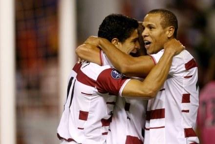 Czy piłkarze FC  Sevilla znów sięgną po Puchar UEFA? /AFP