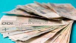Czy płacę minimalną można podnieść do 10 tys. zł miesięcznie?