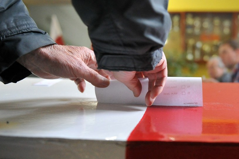 Czy Polacy opowiedzą się za jednomandatowymi okręgami wyborczymi? /Lukasz Szelemej /East News