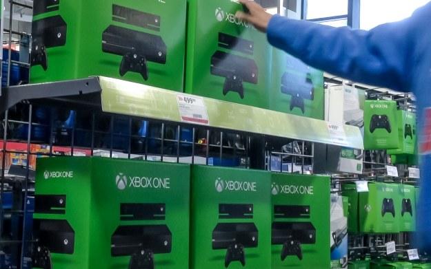 Czy polscy gracze skuszą się na konsolę Xbox One w obniżonej cenie? /123RF/PICSEL