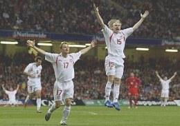 Czy polscy piłkarze będą mieli okazję do radości w środowy wieczór na Stade de France? /AFP