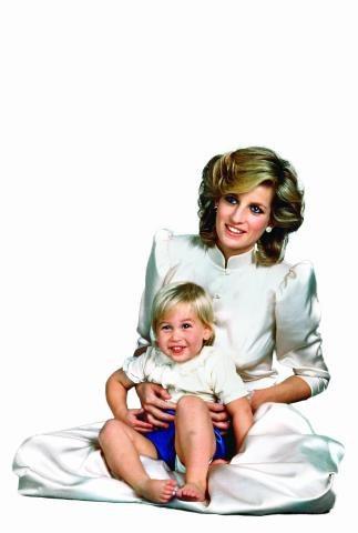 Czy potomek Kate i Williama będzie podobny do taty, który jako małe dziecko był ślicznym blondaskiem? /Flash Press Media