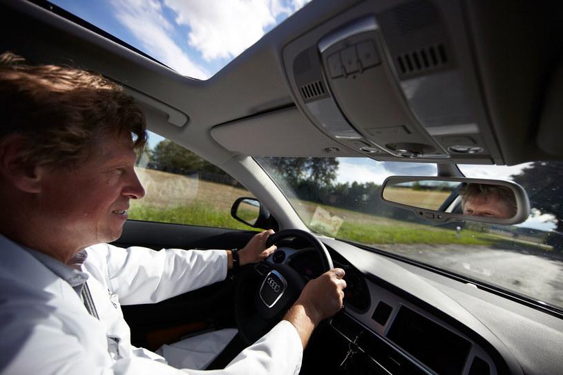 Czy powinno się uregulować prawnie kwestię starszych kierowców? /Getty Images
