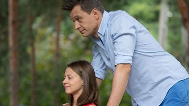 Czy profesor zdoła dziewczynie pomóc? I znajdzie specjalistę, które podejmie się usunięcia guza? /www.nadobre.tvp.pl/