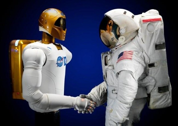 Czy Robonaut 2 to pierwszy krok w stronę stworzenia kosmicznych cyborgów? /NASA