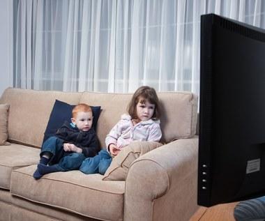 """Czy trzeba kontrolować """"ekrany"""" naszych dzieci?"""