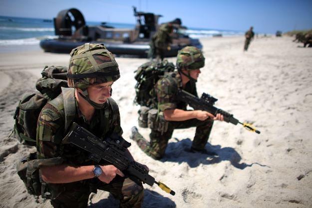 Czy wirtualne szkolenia zastąpią brytyjskiej armii prawdziwy poligon? /AFP