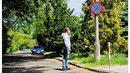Czy wolno parkować po lewej stronie drogi? Czy grozi za to mandat?