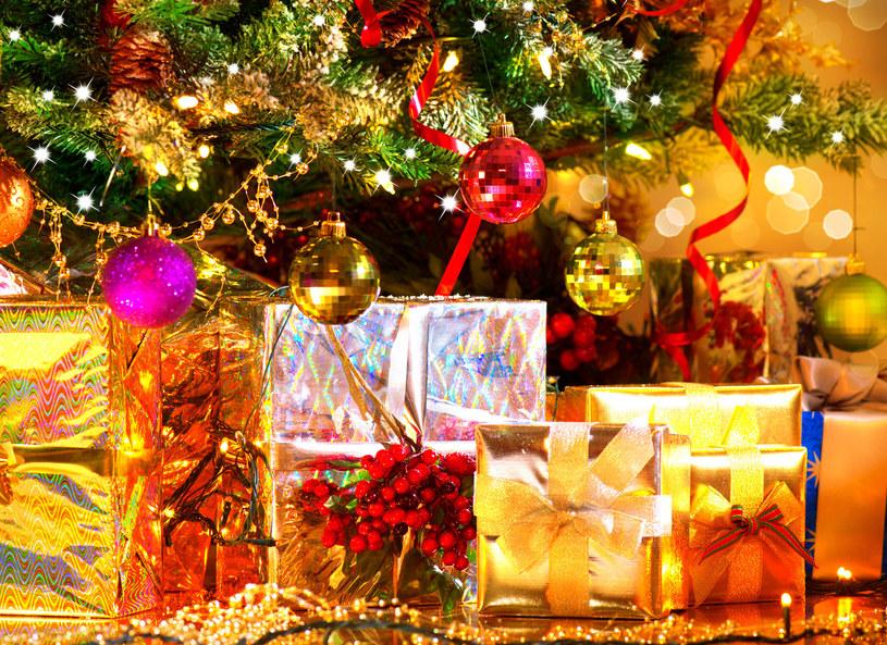 Czy wśród tych prezentów znajdą się też książki? /©123RF/PICSEL