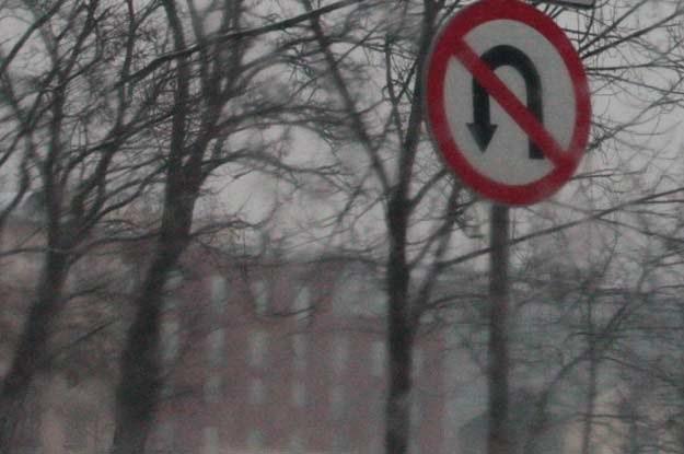 Czy zakaz zawracania to także zakaz skrętu w lewo?  Wiesz to? /INTERIA.PL