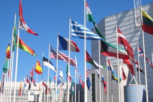 Czy zawodowi tłumacze już niedługo stracą pracę ? /AFP