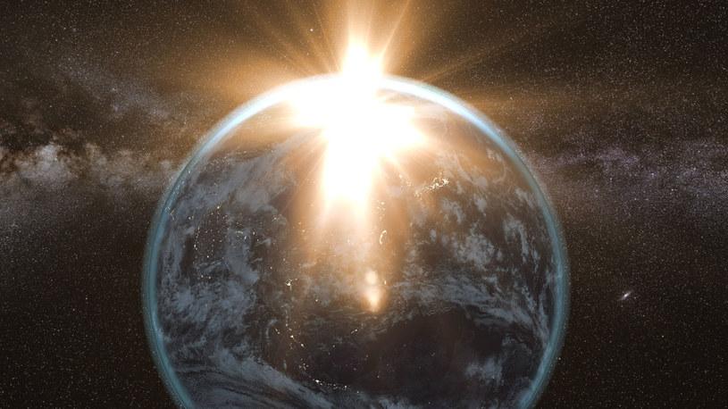 Czy Ziemia przetrwa uderzenie asteroidy? /123RF/PICSEL