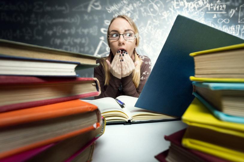 Czytaj, ucz się i rozwiązuj krzyżówki! Na zdrowie! /©123RF/PICSEL