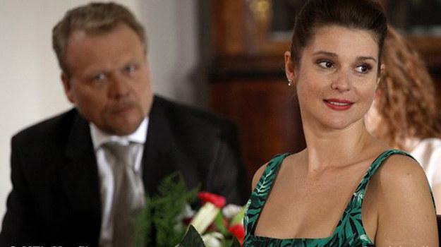 Czyżby miała spełnić się przepowiednia? Janek złapał bukiet, czy teraz złapie w swe sidła Olgę? /www.mjakmilosc.tvp.pl/