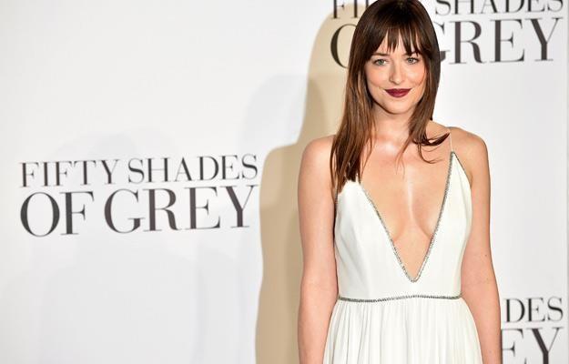 """Dakota Johnson na brytyjskiej premierze filmu """"50 twarzy Greya"""" /AFP"""