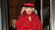 Dama w czerwonym