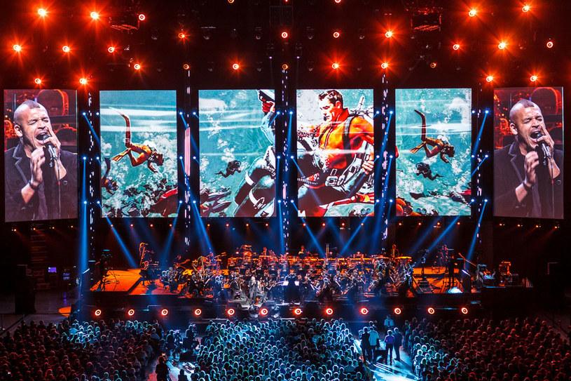 """Damian Ukeje podczas koncertu """"007. The best of James Bond"""" , fot. Wojciech Wandzel /materiały prasowe"""