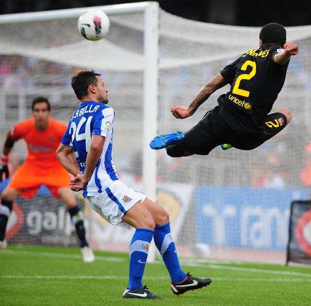 Dani Alves nawet fruwał w San Sebastian, ale i tak jego Bracelona nie pokonała Realu Sociedad. /AFP
