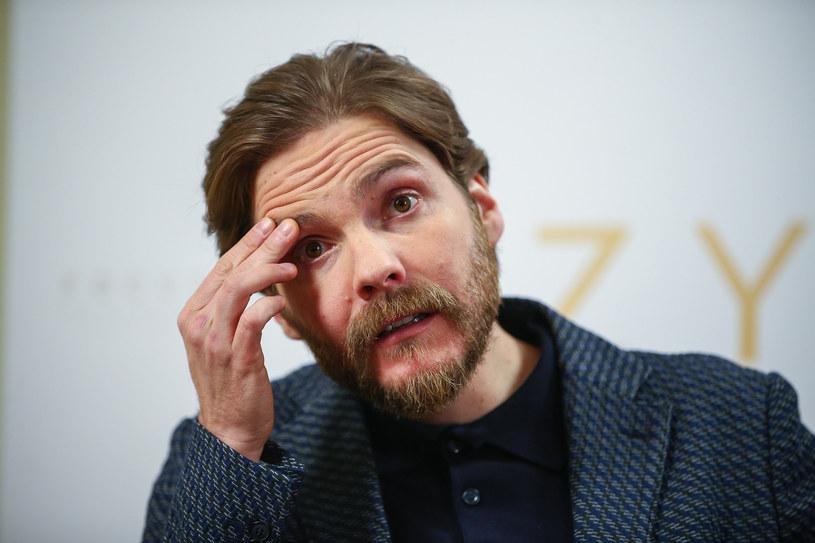 """Daniel Brühl podczas konferencji prasowej filmu """"Azyl"""" /Kamil Piklikiewicz /East News"""