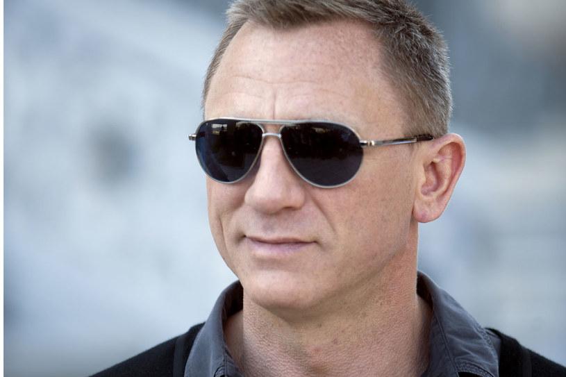 Daniel Craig to Bond twardo stąpający po ziemi  i realista. Często bywa pokiereszowany. I... nie dba o to, jakie podadzą mu martini /Getty Images/Flash Press Media