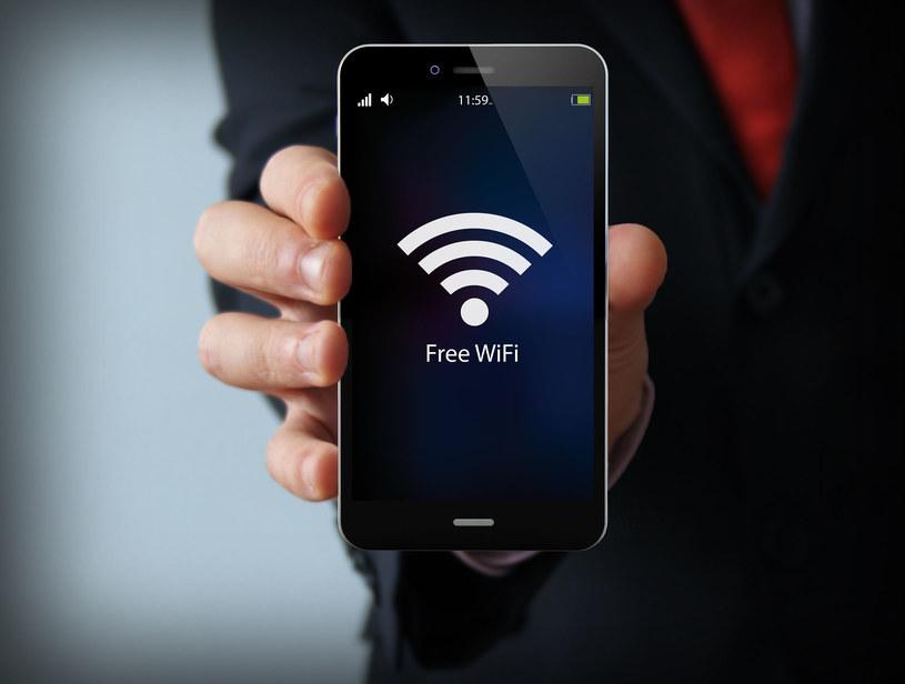 Darmowa sieć Wi-Fi to potencjalnie bardzo duże zagrożenie dla naszego telefonu /©123RF/PICSEL