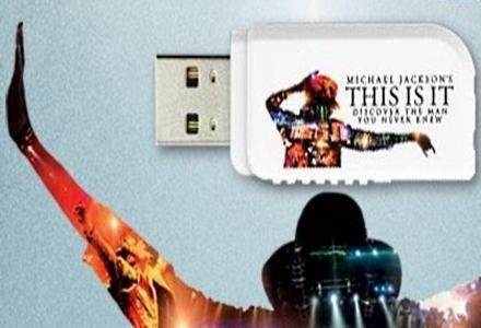 """DataTraveler USB z filmem """"Michael Jackson. This Is It"""", /materiały prasowe"""