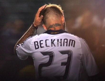 David Beckham schodzi do szatni po obejrzeniu czerwonej kartki /AFP