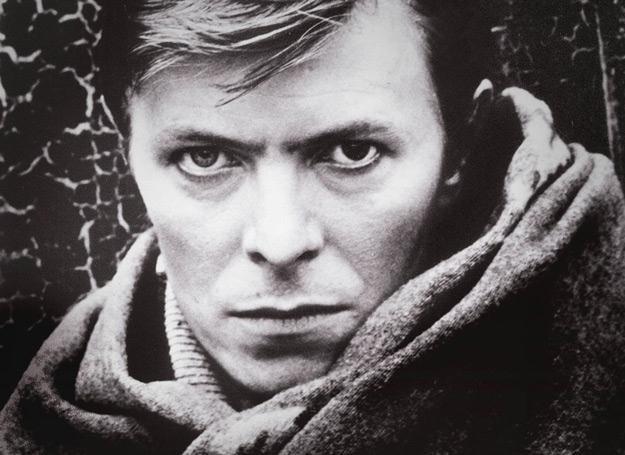 David Bowie na okładce swojej biografii /