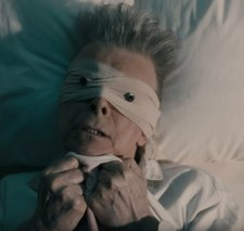 David Bowie w szpitalnym łóżku w nowym teledysku Lazarus