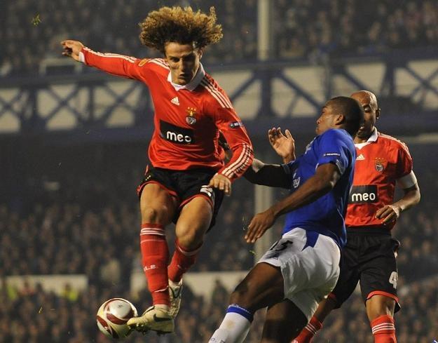 David Luiz (z lewej) niedoszły zawodnik Chelsea /AFP
