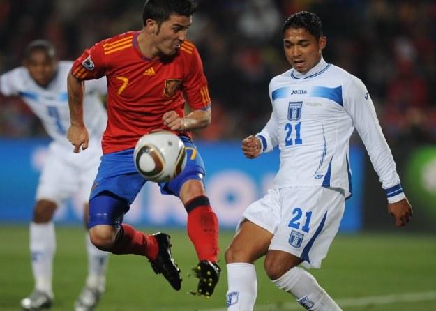 David Villa (z lewej) i Emilio Izaguirre /AFP