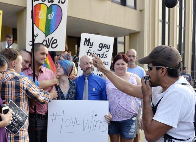 Davis odmówiła udzielenia ślubu dwóm parom gejów, które we wtorek stawiły się w jej urzędzie, /AP/FOTOLINK /East News