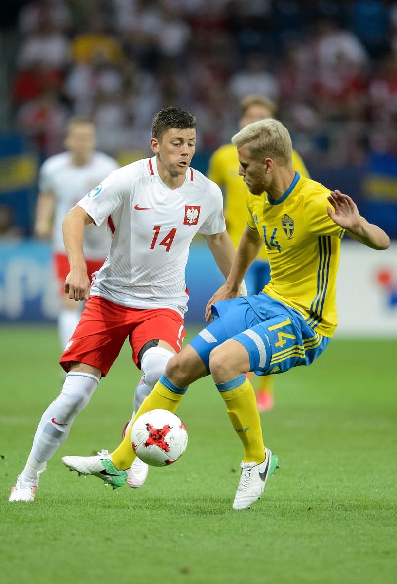 Dawid Kownacki (L) w meczu ze Szwedami zaliczył asystę i strzelił gola /Wojciech Pacewicz /PAP