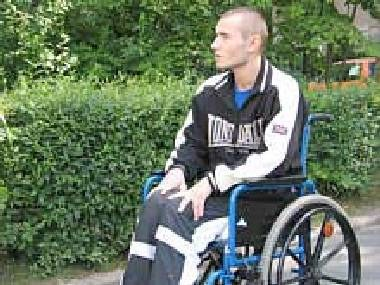 Dawid L. nie może chodzić w wyniku policyjnej pomyłki /RMF