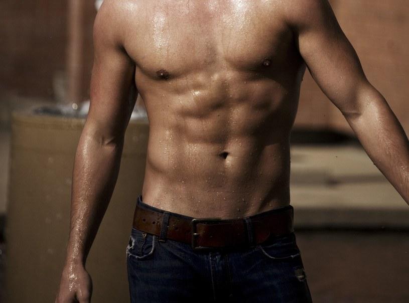 Dbaj o formę. Tłuszcz brzuszny zabija testosteron /123RF/PICSEL