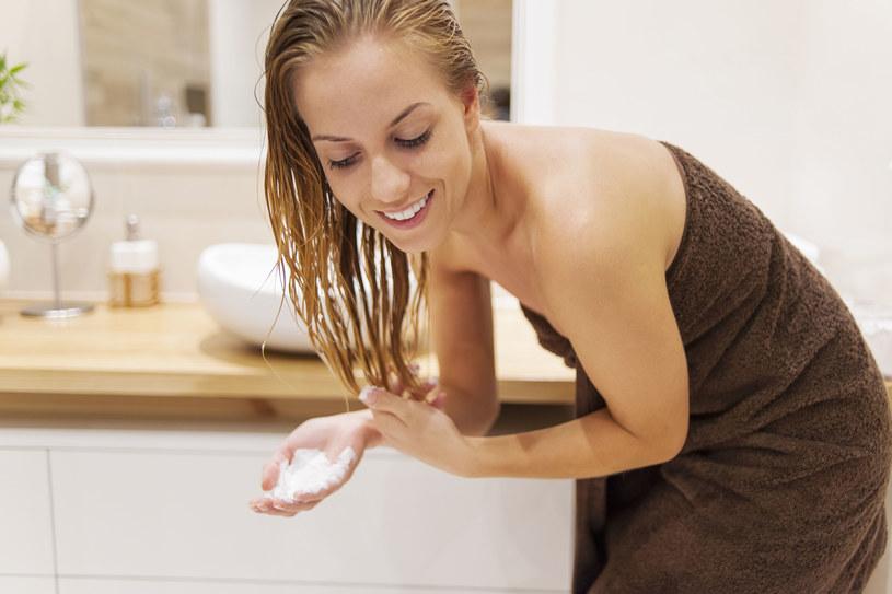 Dbaj o włosy bez użycia chemii /123/RF PICSEL