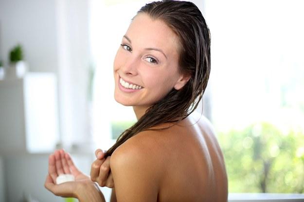 Dbaj o włosy regularnie. Przerwy w pielęgnacji nie służą ich kondycji /123/RF PICSEL