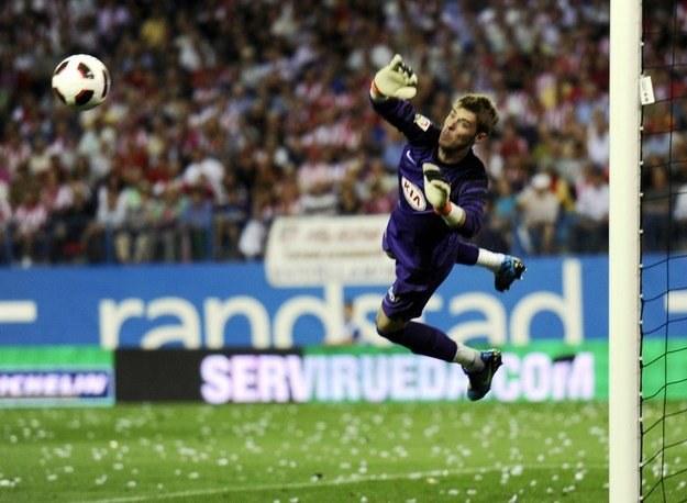 De Gea broni strzał w meczu z FC Barcelona /AFP