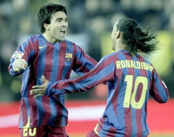 Deco i Ronaldinho mają powody do radości. Villarreal-Barca 0:2 /AFP